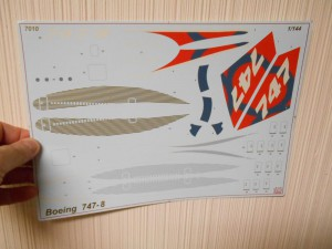 747-8 Orange-Plane-0025-Decals-01s