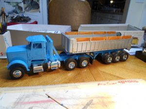 Dump-Trailer-Peterbilt-1-25th-0020 040 018