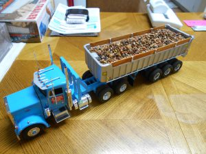 Dump-Trailer-Peterbilt-1-25th-0020 052 001