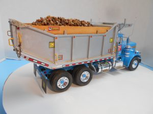 DumpBed-Custom-Peterbilt-1-25th-0050 044 090